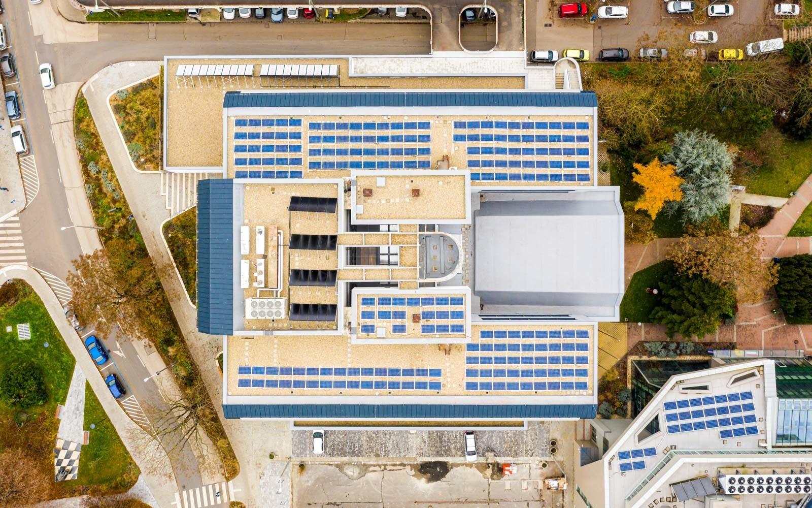 Teljes korszerűsítésen esett át az 5 emeletes somogyi kormányhivatal épülete